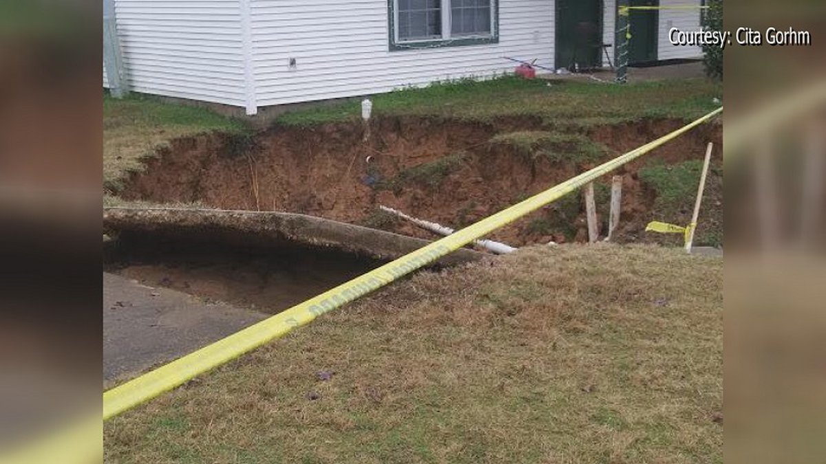 Ruston residents say massive sinkhole causes water outage.
