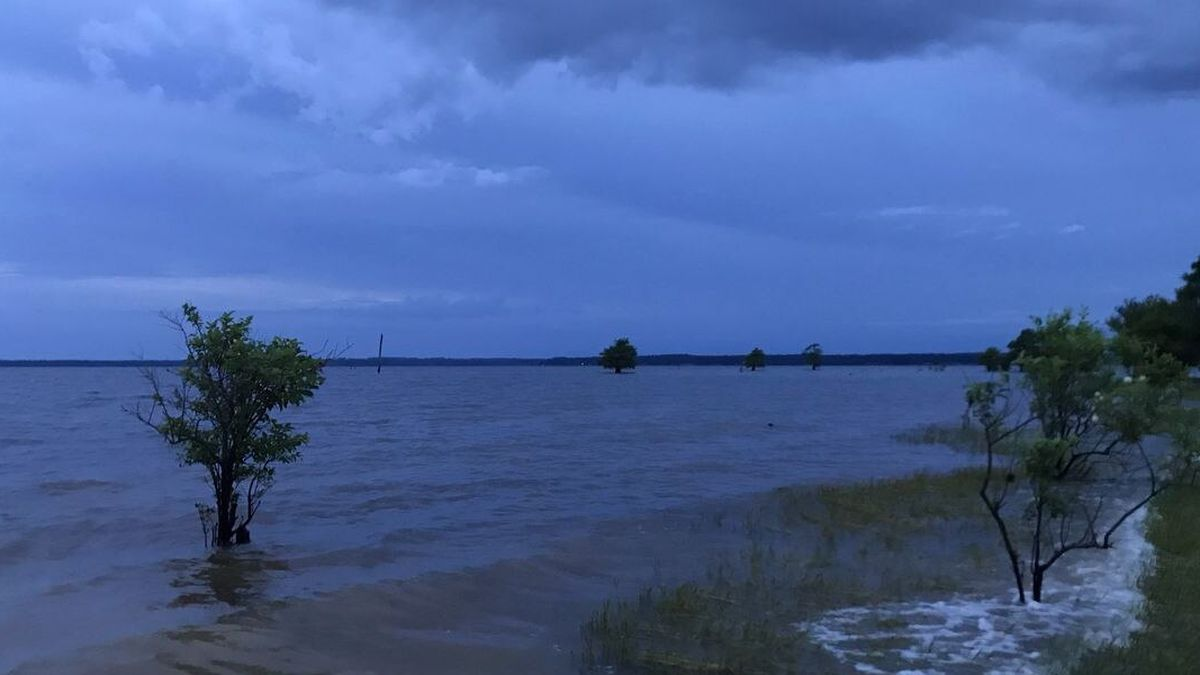 A Bossier City man drowned when a wave capsized a small fishing boat June 23 while he and a friend were returning from a fishing trip on Toledo Bend Reservoir, the Sabine Parish coroner says.