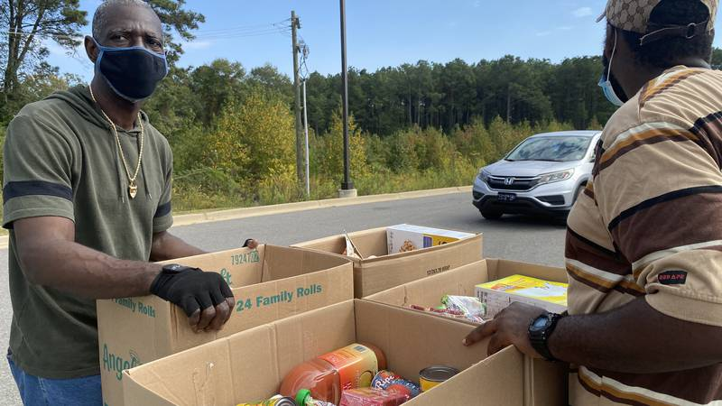 City of Grambling gives away groceries.