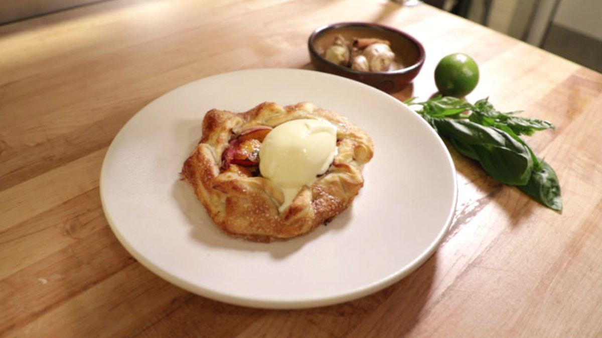 Use a variety of spices to make a great peach crostata. (Source: KNOE)